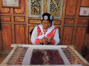 Tan Lifen, Senior Embroiderer and Embroidery teacher of Baisha Naxi Embroidery Institute