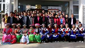 Students and teachers of Jiuan Immigration classroom of Baisha Naxi Embroidery Institute