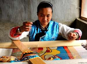 Yang Jinfeng, Naxi nationality, Provincial Embroidery Master,one of the most important embroidery masters of Baisha Naxi Embroidery Masters